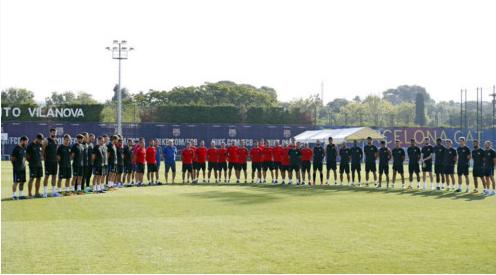 Photo of برشلونة تتضامن مع ضحايا الهجوم الإرهابي خلال تدريبات الفريق
