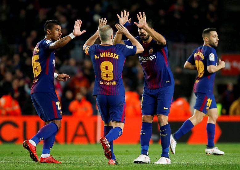 Photo of برشلونة يفوز بصعوبة على ألافيس ويواصل التربع في الصدارة