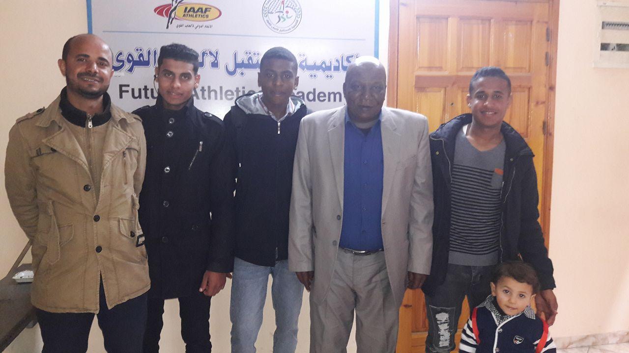Photo of وفد من لاعبين أكاديمية المستقبل يزور مقر الأكاديمية لمناقشة احتياجاتهم