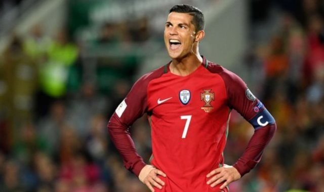 Photo of رونالدو وزملاؤه في المنتخب يدعمون كرة القدم للهواة في البرتغال