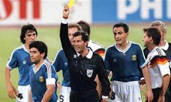 Photo of حكم نهائي كأس العالم 1990: كان بإمكاني طرد مارادونا قبل بداية المباراة
